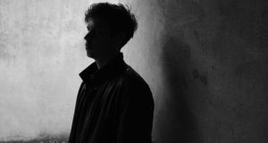 Electronic artist and singer Mathias Hammerstrøm explores fragility on his debut-EP